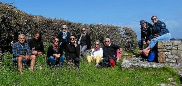 Marie Le Scanve, Anaïs Nicolas et Pauline Guiller forment le collectif Scritur, en résidence d'écriture dans la maison phare de l'île Wrac'h, à Plouguerneau.