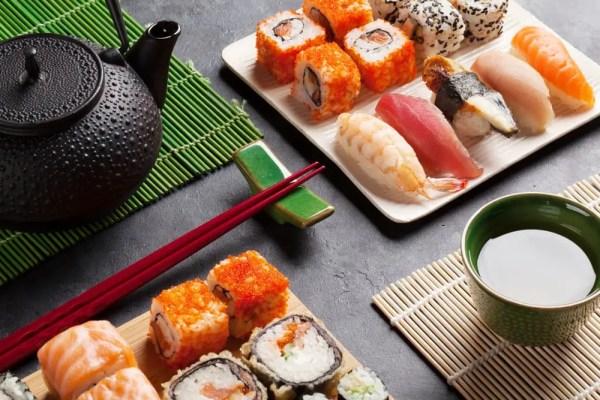 tasse thé vert sushi