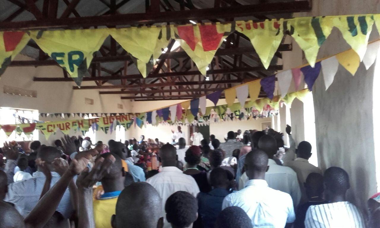Mše v ugandském kostele