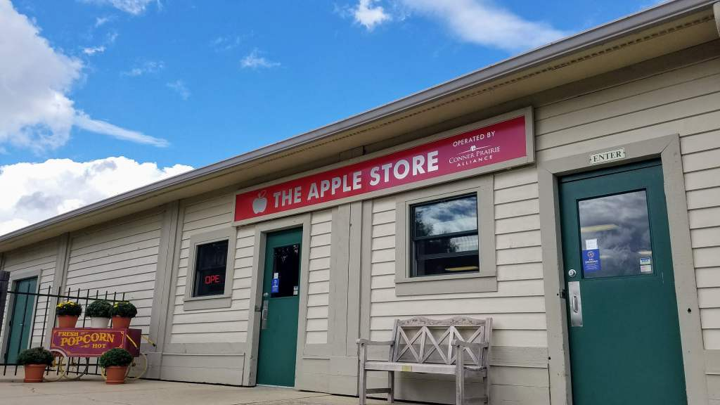 Fall Weekend With Kids in Indianapolis - Apple Store Conner Prairie