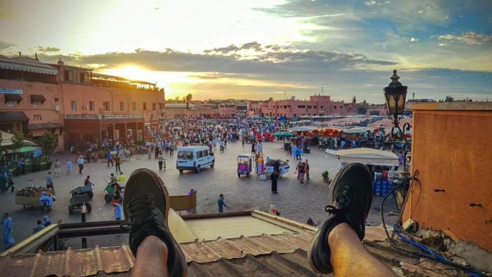 Mes pieds sur la Place Jemaa El-Fna