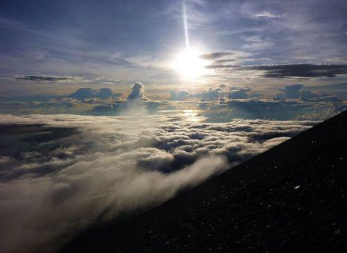 Levé de soleil mont rinjani sommet