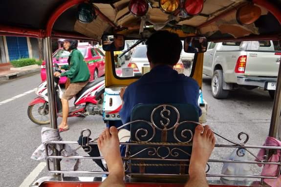 tuku-tuk dans les rues de bangkok