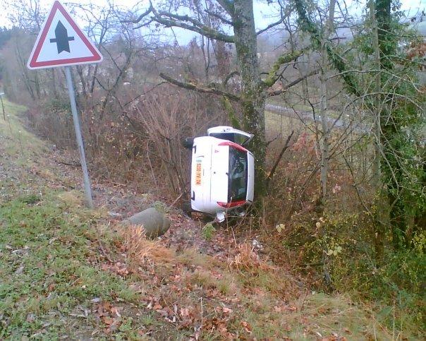 accident voiture arbre