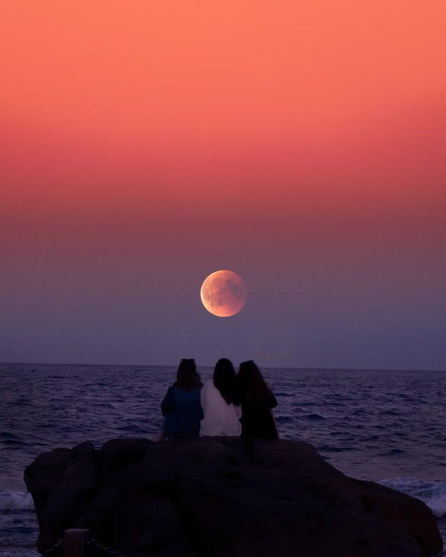 il tramonto e la luna