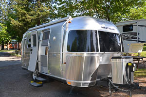 20 Flying Cloud Airstream Rental