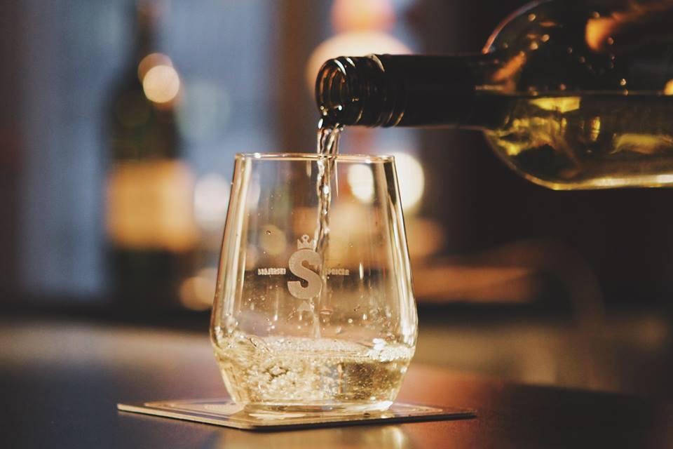 Cool as Štajerska wine-spritzer