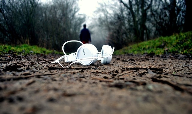 Podcasting 101: Why You Should Have a Podcast - letsreachsuccess.com lidiya k