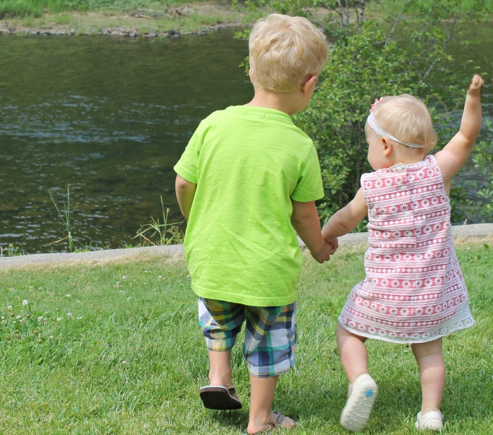 toddlers holding hands