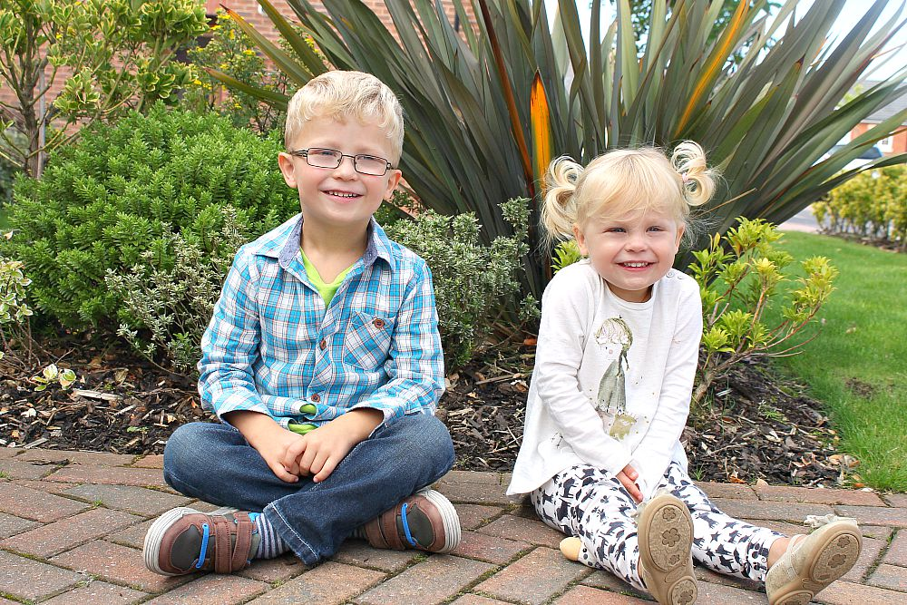Siblings September a monthly photo project of my two toddlers