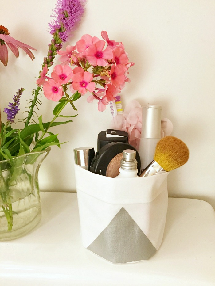 Become thrifty with your home decor Bathroom Tote Tutorial