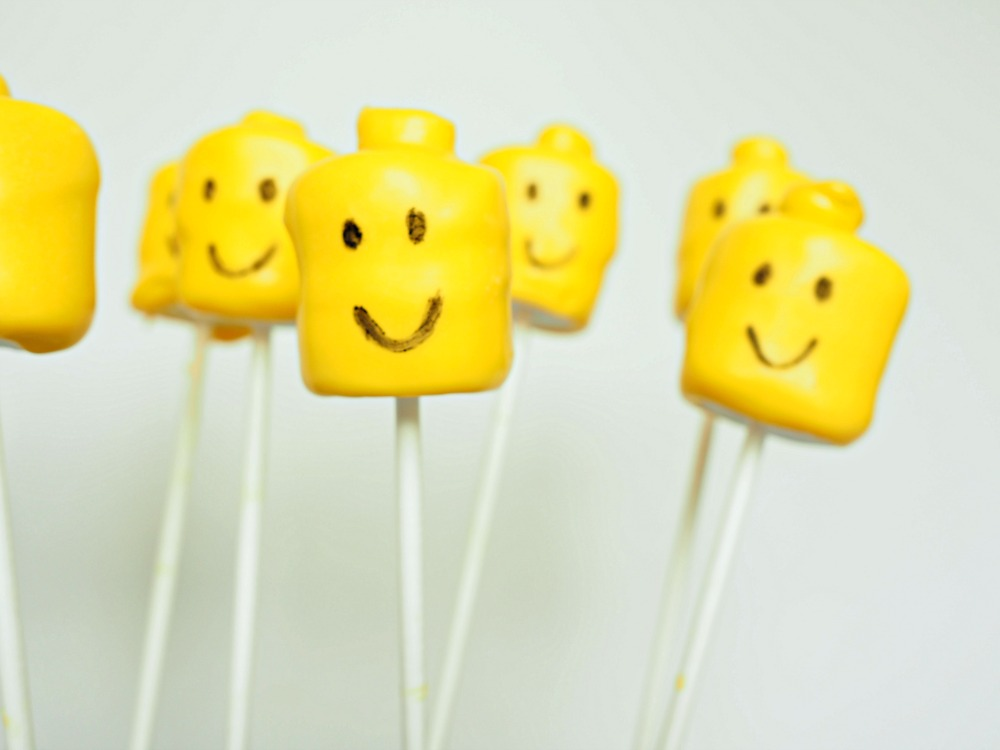 Marshmallow pops in the shape of yellow lego heads