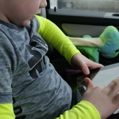 5 Ways to Avoid Driving Distractions from kids