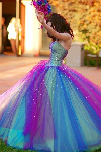 Suknia wieczorowa w stylu księżniczki