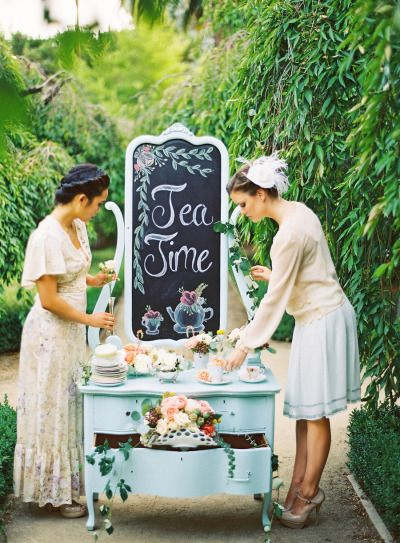 Stolik z herbatami