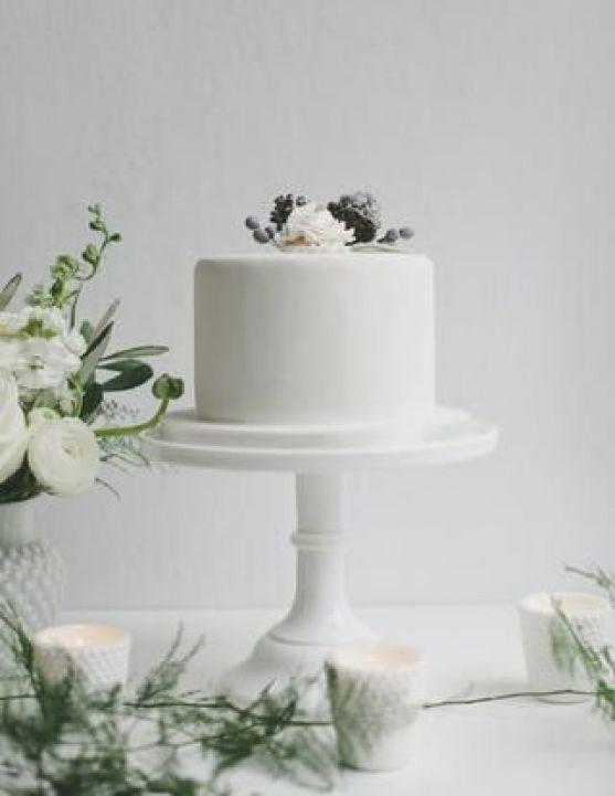 Minimalistyczny tort weselny