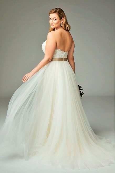 suknia ślubna odkryte ramiona