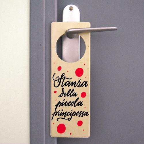 """Targhetta da appendere alla porta della cameretta di una bimba: """"Stanza della piccola principessa""""   In legno"""