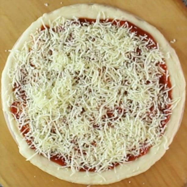 gluten free pizza crust with toppings