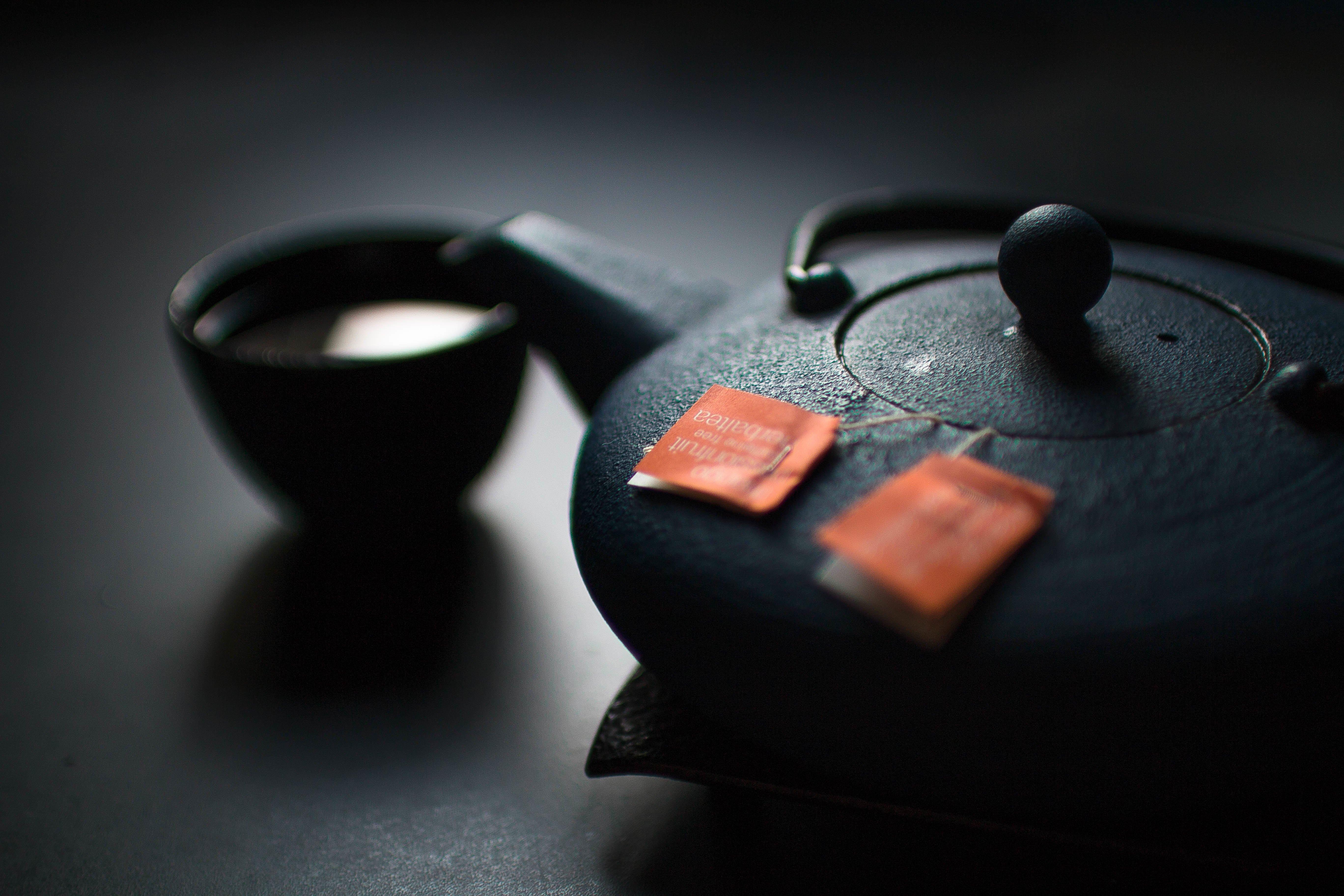 Una tazza di tè e un buon libro inglese fra '700 e '800 ci riportano indietro nel tempo