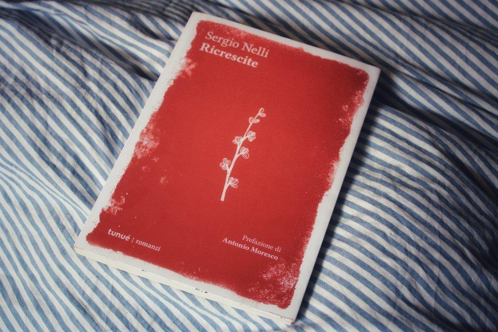 Ricrescite è un diario di appunti sparsi di un professore, l'autore è Sergio Nelli