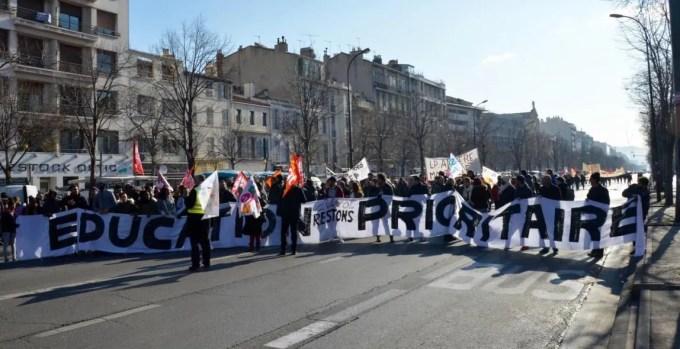 Plusieurs centaines d'enseignants et des dizaines de lycéens étaient présents à la manifestation à Marseille, le 19 janvier 2017