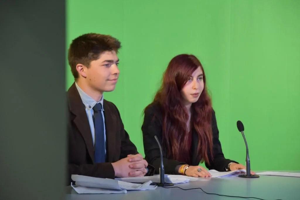 Les étudiants de l'IUT de Lannion s'entraînent à la présentation du journal télévisé dans un studio dans les conditions du réel. //©Roxane De Witte/Université de Lannion