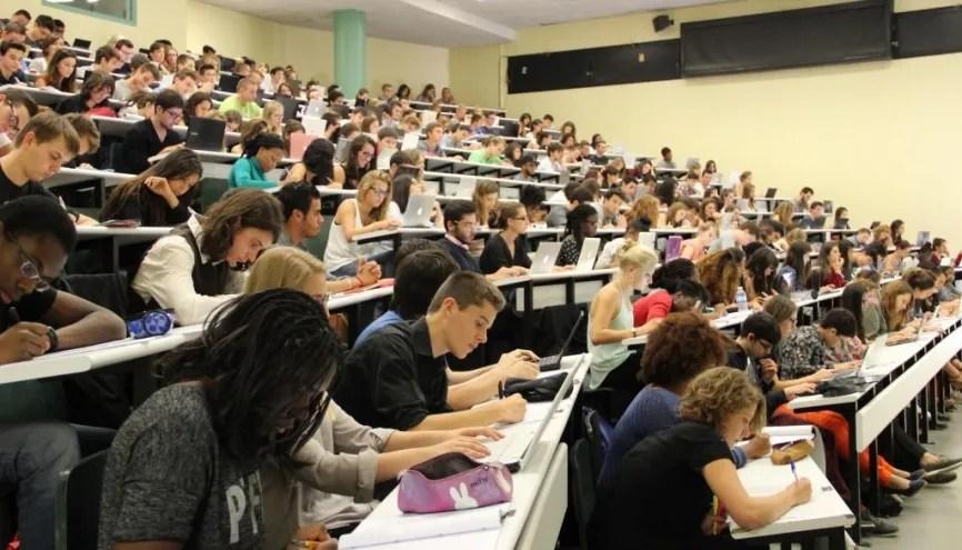"""Résultat de recherche d'images pour """"étudiants amphi"""""""