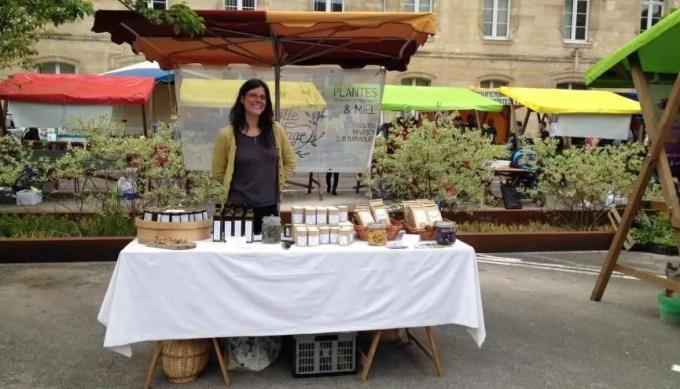 Pauline, 30 ans, vit désormais de sa passion avec son exploitation de plantes aromatiques. //©Photo fournie par le témoin