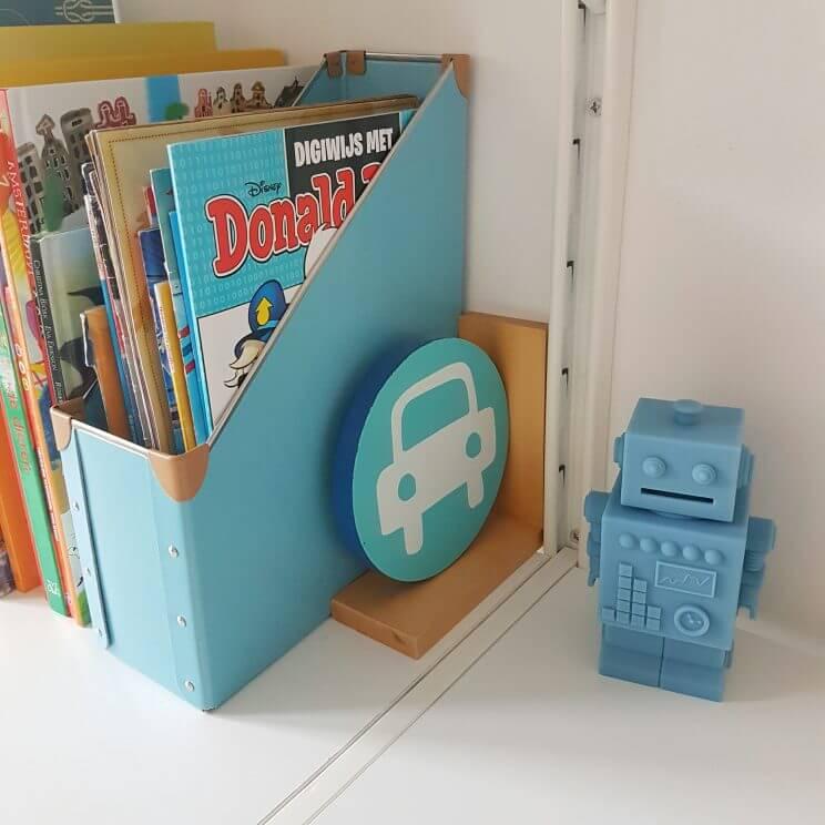 Kinderkamer in geel, turkoois, petrol, kobalt blauw, lichtblauw, mint, groen, grijs en wit. Spaarpot KG Design.