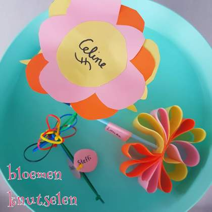 Bloemen knutselen van papier en karton