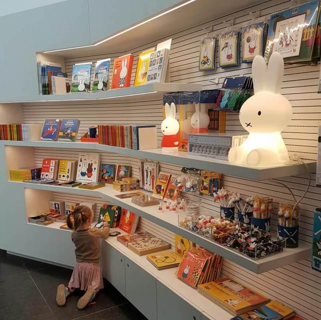 Nijntje museum uitje met peuters en kleuters in Utrecht - winkel centraal museum