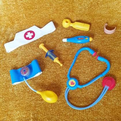 Peuter verjaardag: cadeau ideeën voor kinderen van 2 of 3 jaar. Bij ons thuis konden ze als peuter en kleuter eindeloos doktertje spelen, met het setje van Fisher Price.