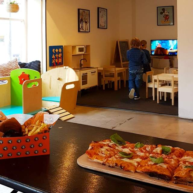 Sprookjesstad Odense met kinderen - Arkaden Food Market restaurant met speelhoek voor kinderen