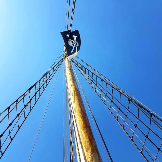 Vakantie met kids: sprookjesachtig Funen in Denemarken - Bogense piratentocht op zee zeilschip de Castor