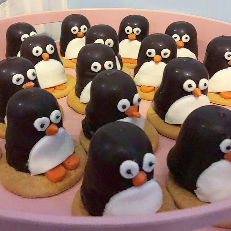 Winter koekjes bakken en versieren: pinguïn koekjes traktatie
