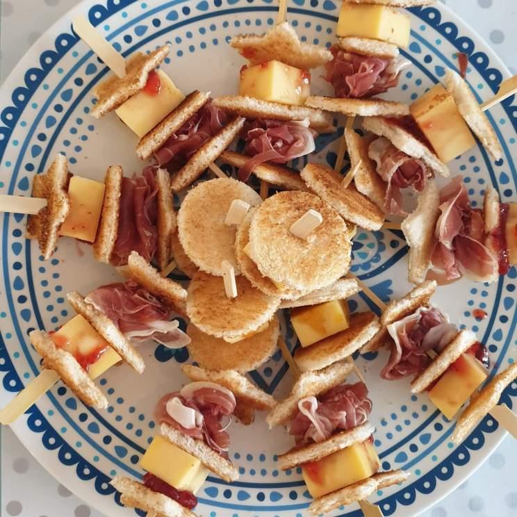 recept voor prikkers van getoast brood, lekker bij het paasontbijt of de paaslunch