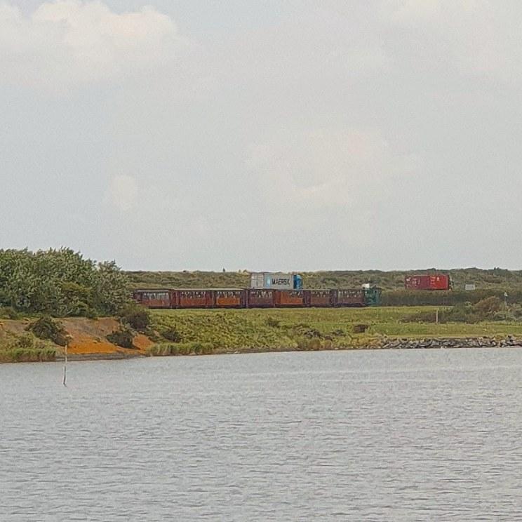 tram RTM over de Brouwersdam vanuit Ouddorp