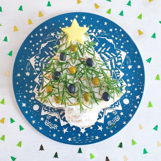 hartig kerstbrood in de vorm van kerstboom