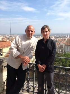 Yves Scorsonelli et sa jeune chef.