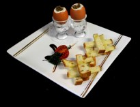 Oeuf coque aux champignons, mouillettes à l'huile de truffes