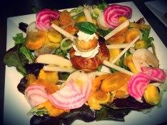 Religieuse salée, mousse de courgette, chantilly au chèvre frais, salade décomposée