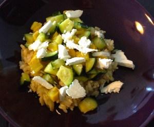 risotto courgettes vertes et jaunes, dés de fromage de chèvre