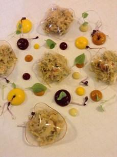 Tartare de langoustine au couteau, eau de mer craquante, citrons confits, consommé de carapaces en gel