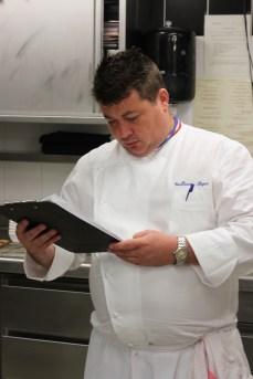 Les restaurateurs concourraient en cuisine sous le regard affuté de Guillaume Royer.