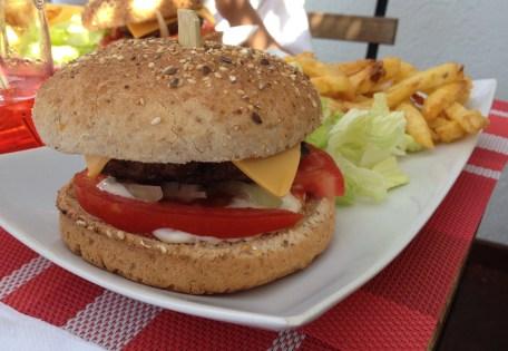 Le burger classique du menu enfant