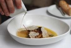 Le Foie Gras, de canard pôélé, consommé de volaille perlé, citron confit