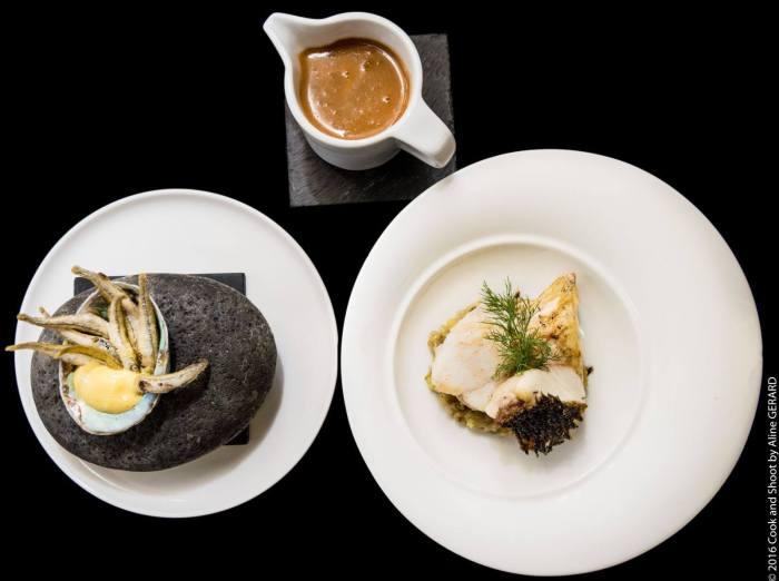 Le retour de la pêche méditerranéenne du jour, les filets à la plancha, les têtes en soupe, tempura d'éperlans, fondue de fenouils et courgettes. Photo @Cook&Shoot
