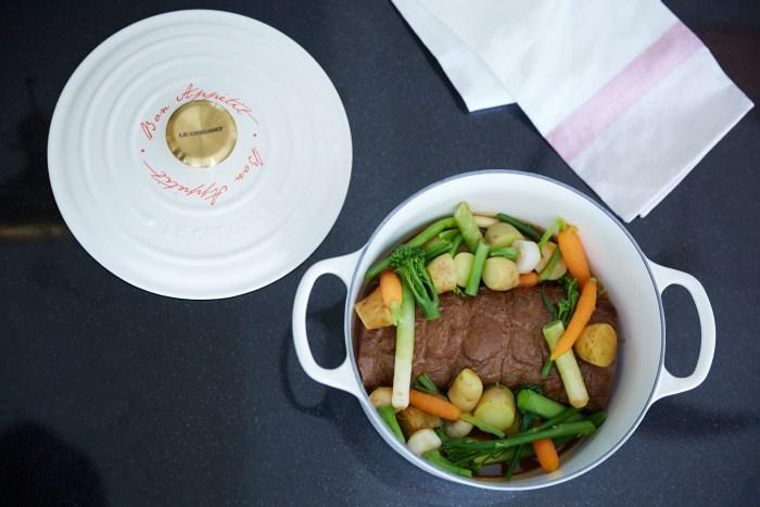 Gigue de chevreuil rôtie aux petits légumes