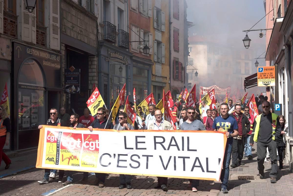 https://i1.wp.com/www.leveil.fr/photoSRC/Gw--/manifestation-cheminots-le-puy_3173883.jpeg